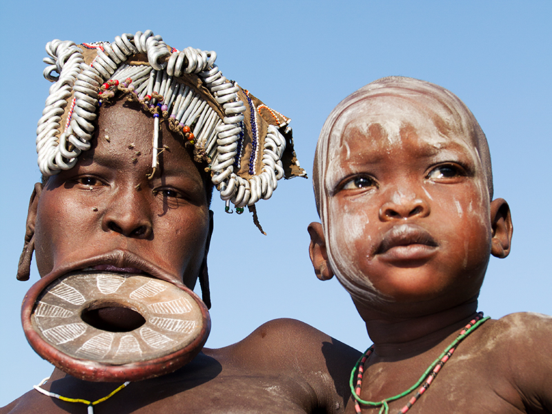 Kultursafari - Mursi-kvinde m. barn